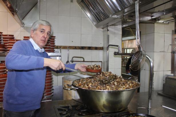 Von 6 Uhr morgens bis Mitternacht werden Schnecken gekocht.