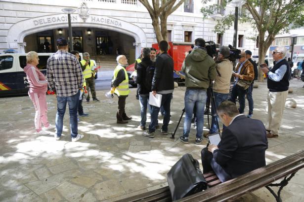 Vor dem Finanzamt in Palma de Mallorca wurde gegen Cursach demonstriert.