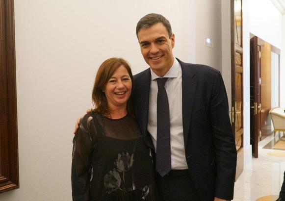 Pedro Sánchez bei einem Mallorca-Besuch mit Regionalpräsidentin Francina Armengol.