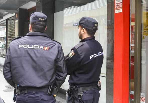 Zwei Beamte der Nationalpolizei auf Mallorca.
