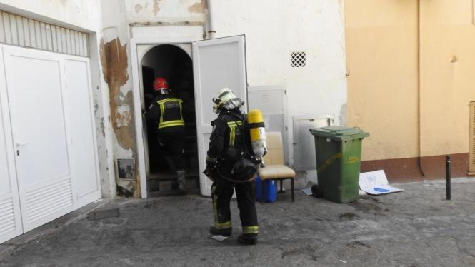 Löschkräfte der Feuerwehr beim Einsatz.