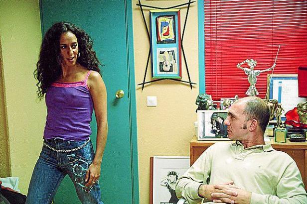 """""""Sprich mit ihr"""": Die temperamentvolle Stierkämpferin Lydia (Rosario Flores) scherzt mit ihrem Marco (Darío Grandinetti) in den"""