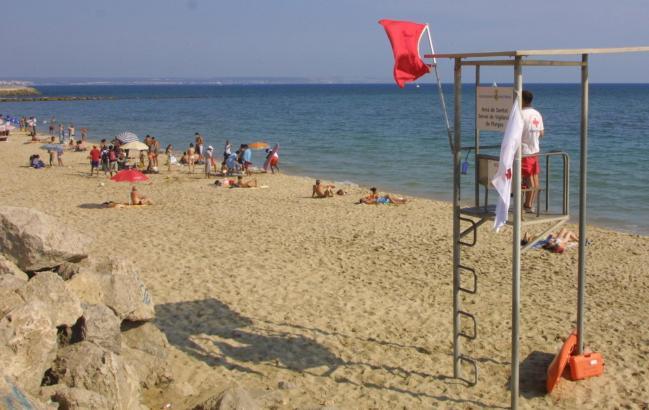 Weht die rote Fahne am Strand, bedeutet das Badeverbot.
