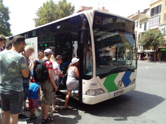 Mehrere Personen wurden verletzt, als ein Bus in Can Pastilla eine Vollbremsung einlegte.
