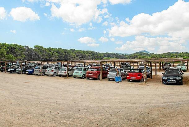 Der aktuelle Parkplatz an der Cala Agulla.