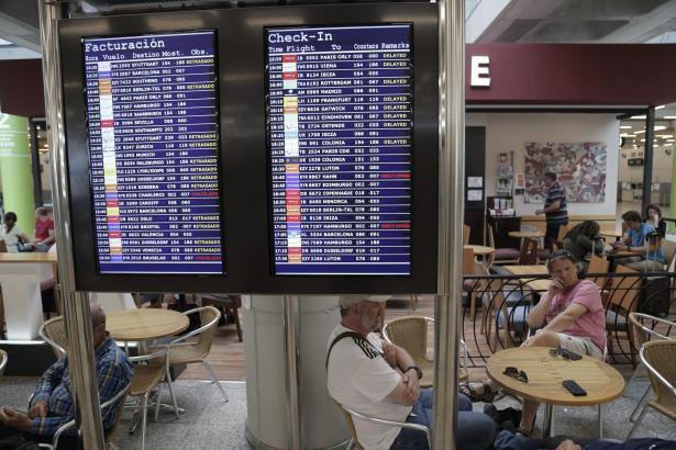 Hunderte Flüge waren am Donnerstag von dem Lotsenstreik in Frankreich betroffen.