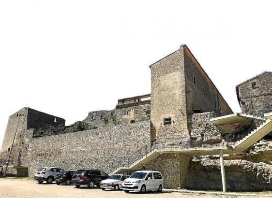 Blick auf das Klostergebäude von Lloret.
