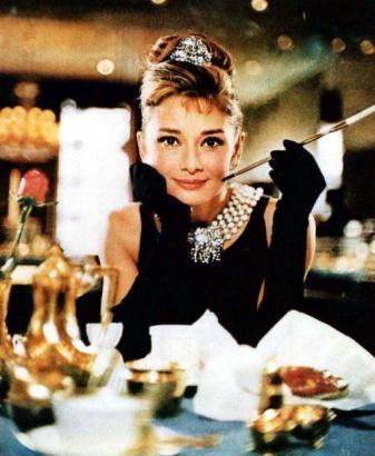 """""""Breakfast at Tiffany's"""" mit Audrey Hepburn ist ein Klassiker der Filmgeschichte."""