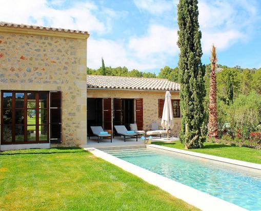 """Eine Pool-Suite im Luxushotel """"Castell Son Claret""""."""