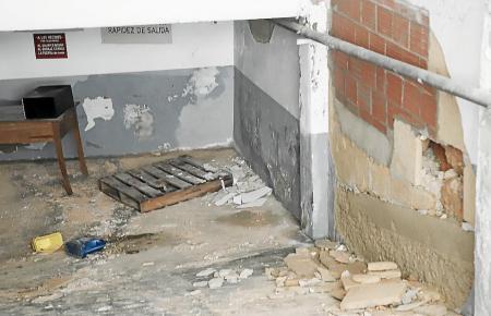 Der Wasserdruck richtete erhebliche Schäden am Mauerwerk an.