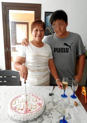 Gloria Z. mit ihrem aus Palma de Mallorca geflohenen Sohn.