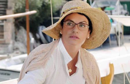Bella Sommer (Christine Neubauer) hat sich im bunten Stadtleben von Palma gut eingelebt.