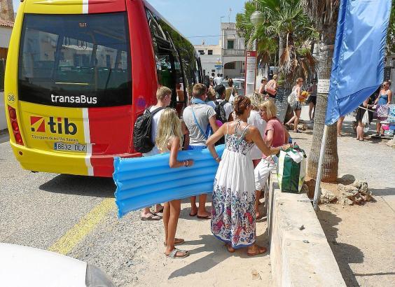Die Shuttle-Busse wurden seit Inbetriebnahme von mehr als 30.000 Personen genutzt.