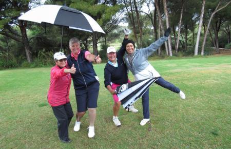 Auf geht's: Von ein paar Regentropfen ließen sich die Teilnehmer des MM-Frühlings-Cups die Stimmung nicht vermiesen.