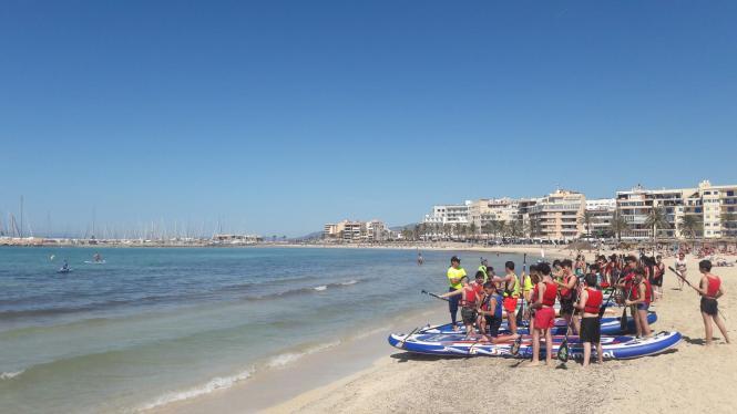 Besucher am Strand von Can Pastilla.