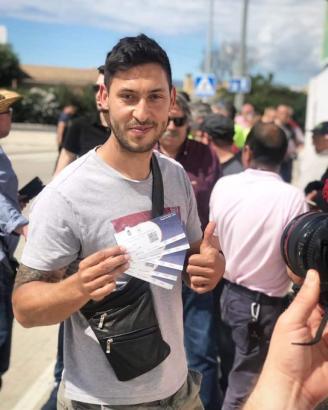 Auch der Berliner Malik Fathi, der für Atlético Baleres in 100 Spielen auf dem Platz stand, hat bereits die Karten für sich und