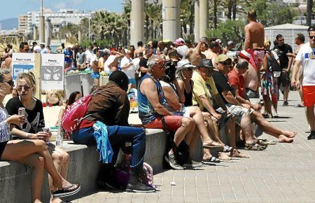 Die Strandpromenade der Playa de Palma ist ein beliebter Aufenthaltsort.