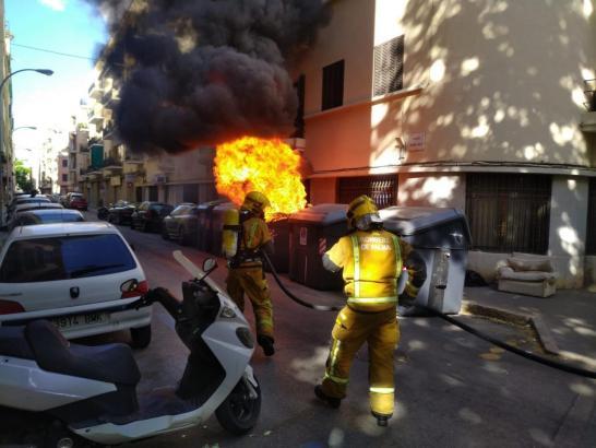 Gefährlicher Cotainer-Brand an der Aragón-Straße in Palma de Mallorca.