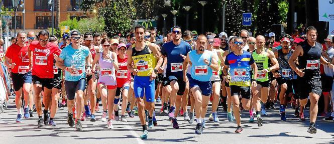 Aziz Boutiol (schwarz-gelbes Shirt) setzte sich gleich zu Anfang des Rennens ab und gewann über die Zehn-Kilometer-Distanz.