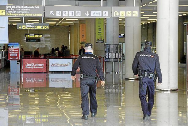 Nationalpolizisten im Einsatz im Airport.