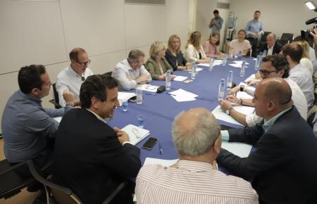 Biel Company (Mitte) bei einer Parteisitzung auf Mallorca.