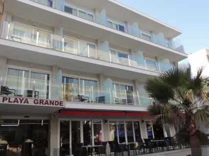 Blick auf das Hotel Playa Grande.