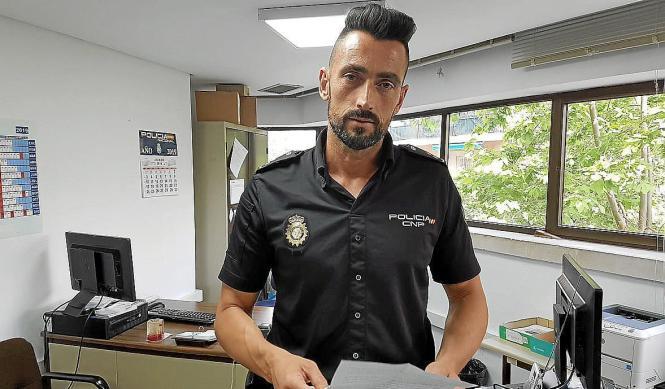 Inspektor Eduardo Pérez in seinem Büro auf Mallorca.