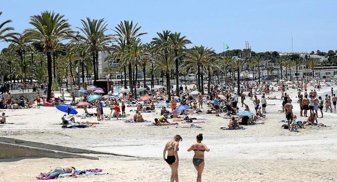 Der Strand von Arenal (Llucmajor) ohne Schirme und Liegen.