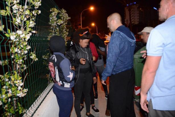 Prostituierte und Polizisten in Magaluf.