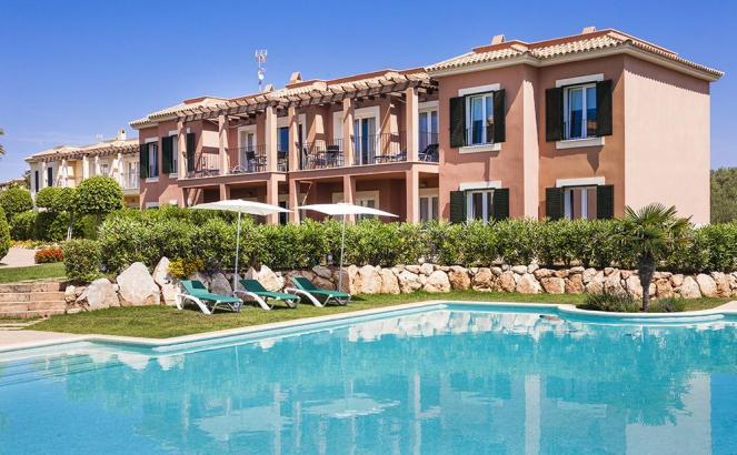 Die Wohnungen befinden sich in einer gepflegten Anlage mit Pool.