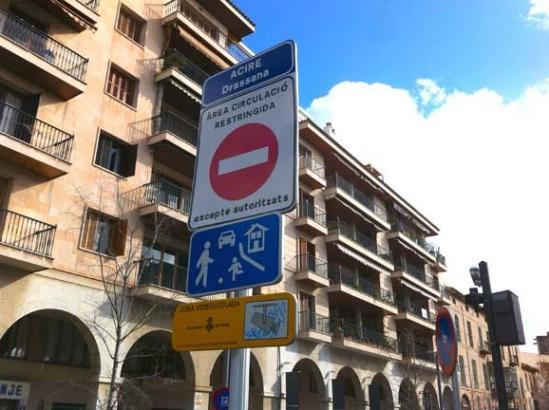 Viele verstehen nur Bahnhof: Verkehrszeichen in Palma.