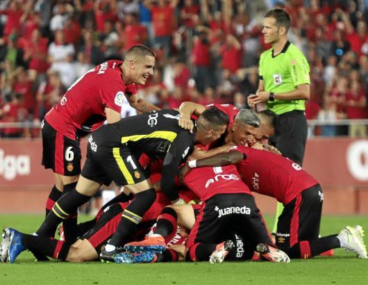 Als wäre es schon der Aufstieg – so bejubelten die Kicker von Real Mallorca den Treffer von Dani Rodríguez zum 2:0.