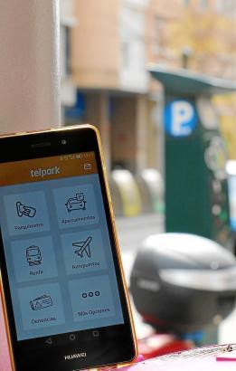 Die Telpark-App ermöglicht es Nutzern, vom Handy aus komplett bargeldlos ein Parkticket zu buchen und bei Bedarf die Parkzeit zu