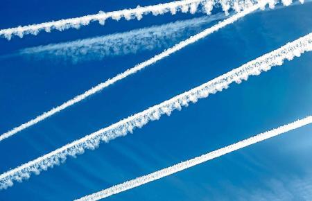 Sauber ist das nicht, was aus den Düsen in die Luft gerät.
