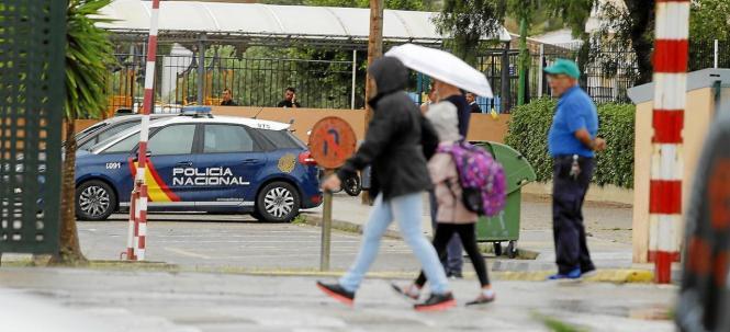 Die Nationalpolizei ermittelte noch am Tag des Unglücks an der Privatschule in Palma.