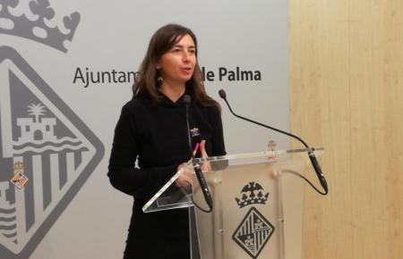Stadträtin Neus Truyols auf einer Pressekonferenz.