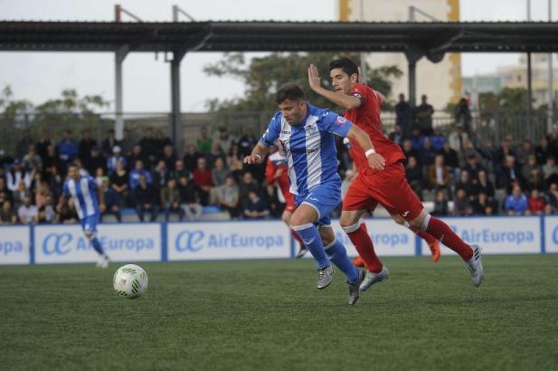 Mallorcas Inselclub Atletico Baleares spielt in Blau-Weiß.