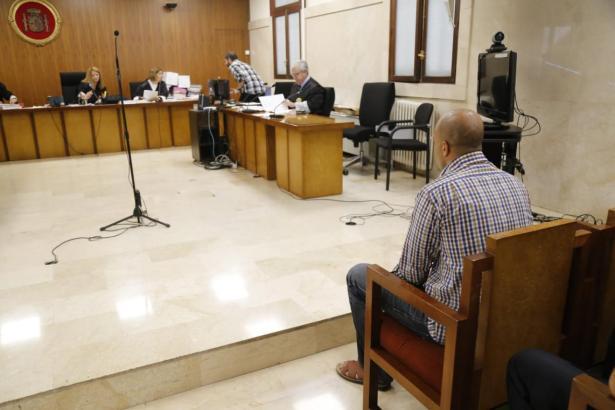 Der Angeklagte bei der Urteilsverkündung.
