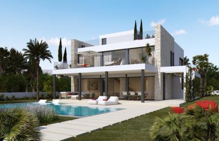 Die Villa verfügt über eine Terrasse mit Zugang zum Pool.
