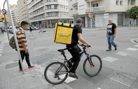 Die Glovo-Fahrer gehören in Palma mittlerweile zum Stadtbild.