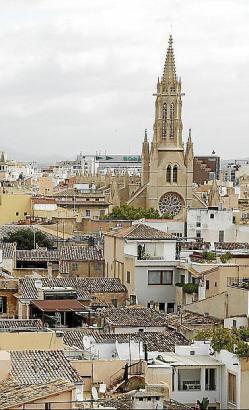 Gestiegene Miet- und Kaufpreise werden mit den finanziellen Schwierigkeiten der Balearen-Bewohner in Verbindung gebracht.