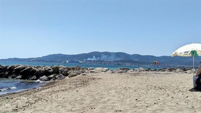 Blick auf die Rauchwolke in Cala Major.