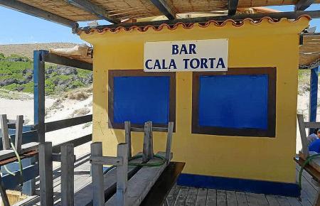 Illegale Strandbude an der Cala Torta auf Mallorca.
