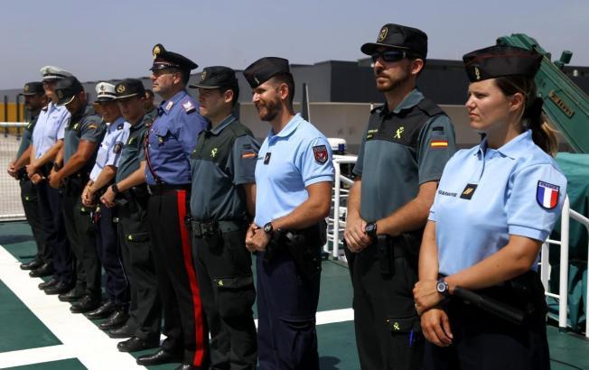 Die Austauschbeamten mit ihren spanischen Kollegen.