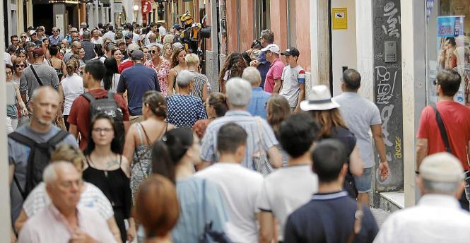 Trubel in den Einkaufsstraßen von Palma de Mallorca.