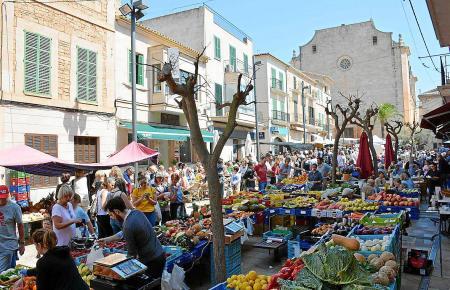 Der beliebte Markt von Santanyí übt auch auf Mallorca-Urlauber eine hohe Anziehungskraft aus.