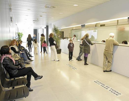 Hunderte britische Touristen sind auf einen Versicherer reingefallen, der ihnen günstigere Privatbehandlungen auf Mallorca versp