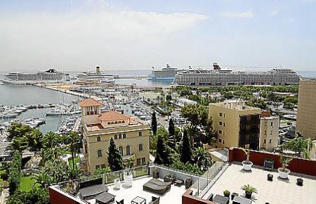 Am Montag lagen vier Kreuzfahrtschiffe im Hafen von Palma.