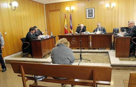 Florence C. bei der Gerichtsverhandlung in Palma.