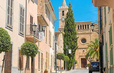 Fußgänger können den Sommer in Sant Llorenç ohne Straßenverkehr genießen.